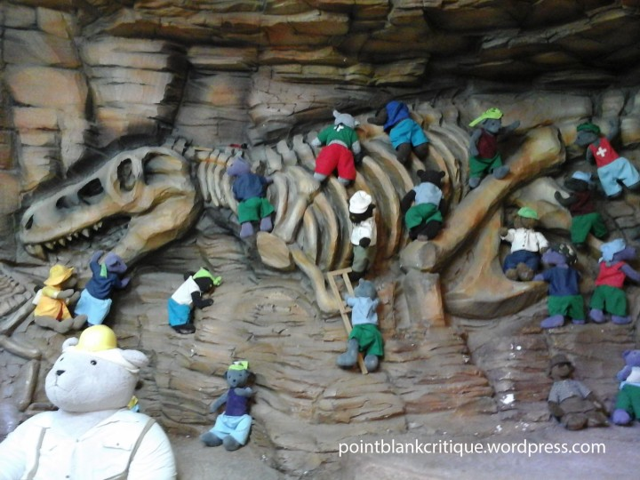 Fossil digging bears